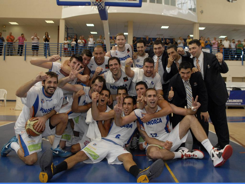 Berrocal celebra el ascenso con el Menorca en 2012.
