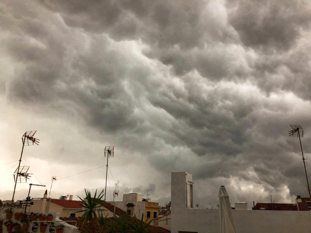 Imagen de la tormenta en Maó (Foto: Xavi Pons Cladera)