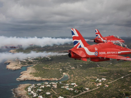 (Vídeos y fotos) Red Arrows, espectáculo sobre el cielo de Menorca