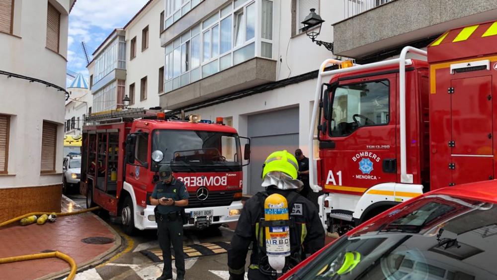 Incendio esta mañana en un piso de Sant Lluís