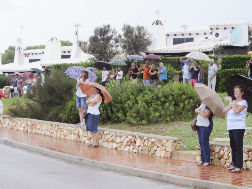 (Vídeo y fotos) Los Red Arrows desafían a la lluvia y cubren Menorca de acrobacias