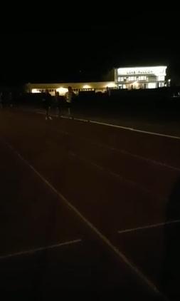 Atletas entrenando a oscuras.