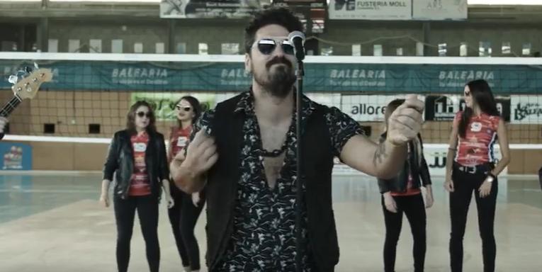 Captura de pantalla del videoclip.