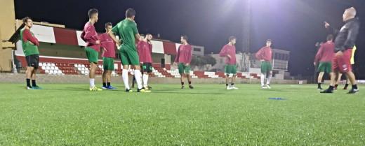 El equipo de Tercera, entrenando en Sant Martí (Foto: CE Mercadal)