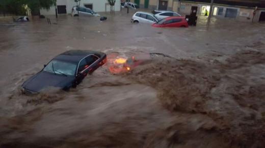 El agua del torrente arrasó las calles de Sant Llorenç de Cardassar
