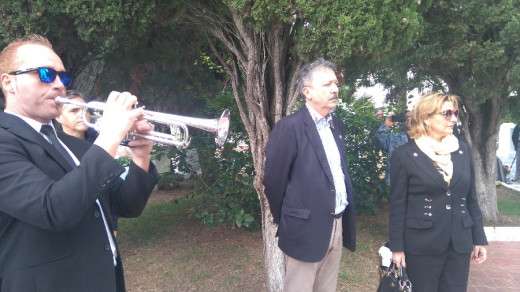 Toque de silencio en el cementerio de Alaior en la festividad de Todos Los Santos