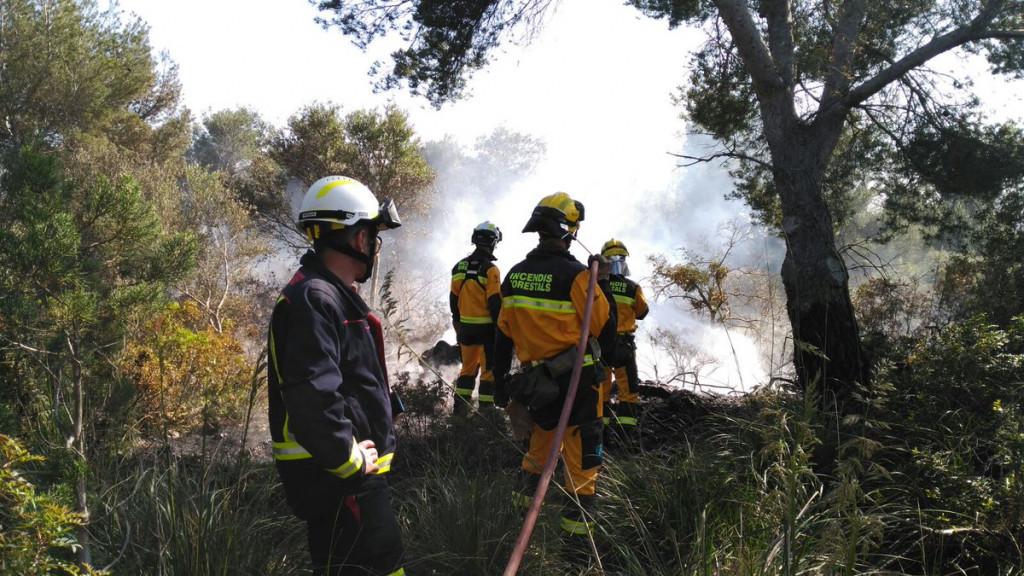 Personal del Ibanat apagando un incendio (Foto: Ibanat)