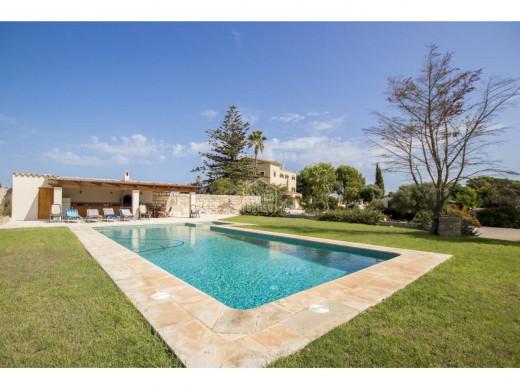 (Vídeo y fotos) La espectacular finca de 5 hectáreas y 11 habitaciones que sale a la venta en Es Castell