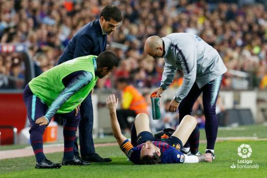Florit, a la izquierda, atendiendo a Messi.