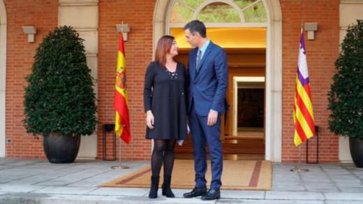 Francina Armengol y Pedro Sánchez, durante el encuentro.