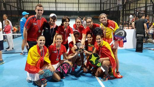 La selección, celebrando el título (Foto: FEP)