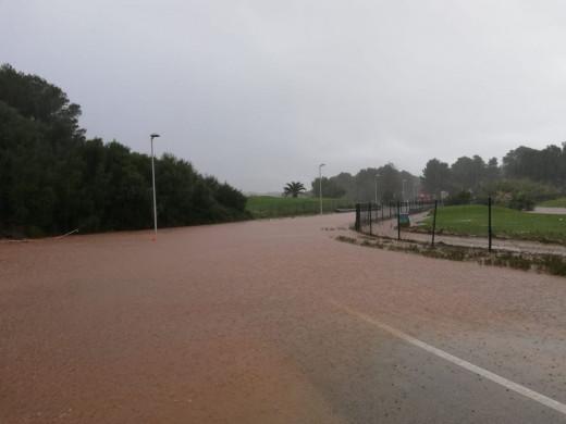 La carretera de Son Parc se ha cerrada al tráfico a primera hora de la mañana