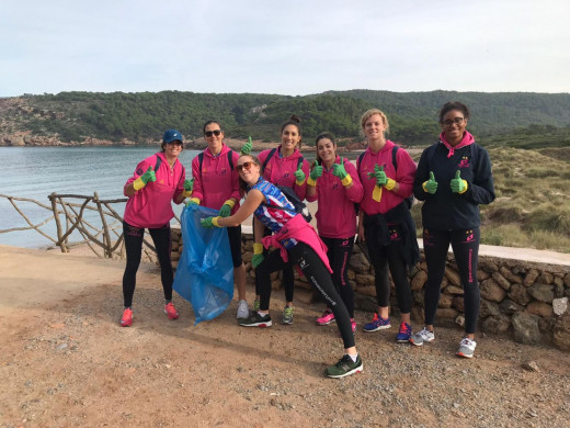(Fotos y vídeo) El guiño a la limpieza del litoral del Avarca de Menorca