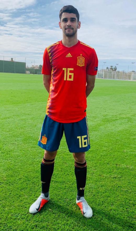 Xavi Sintes, con la camiseta de la selección sub 18.
