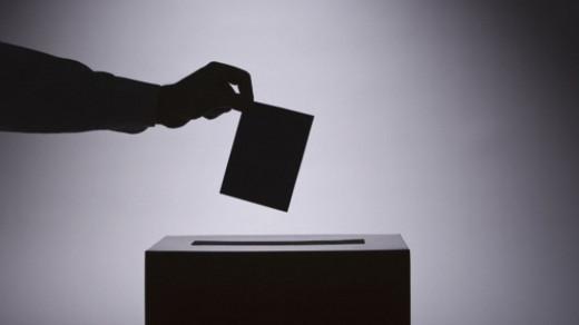 Oficialisme, crítics i les primàries de Podem