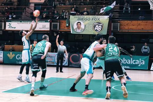 Richaud Pack ejecuta un tiro libre (Foto: Hestia Menorca)