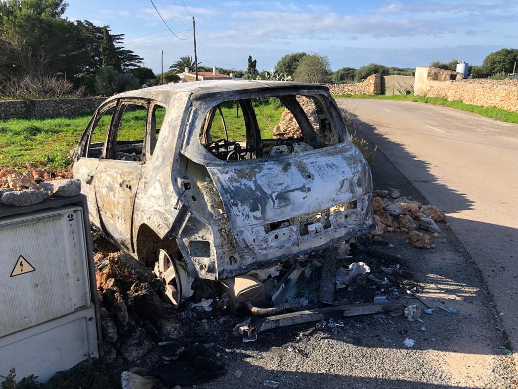 Imagen del vehículo quemado (Foto: Tolo Mercadal)