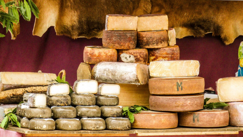 El Mercado de Aracena reúne los mejores quesos artesanos