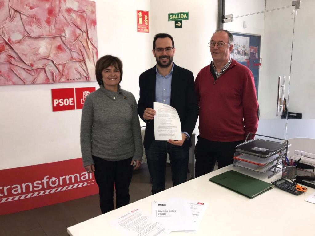 Héctor Pons ha presentado su candidatura acompañado por Carme Seguí y Santiago Florit