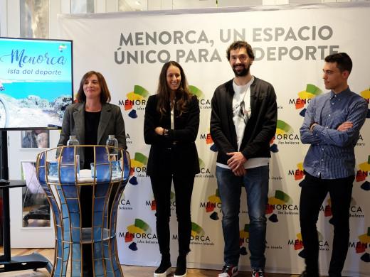 """(Galería de fotos) La elite del deporte apoya a Menorca como un destino """"único"""""""