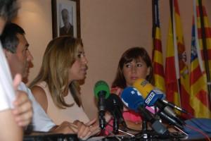 Díaz, bajo la atenta mirada (fotográfica) de Ramón Orfila, y la de su compañera, Francina Armengol.