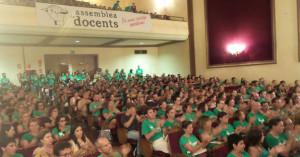 Los docentes llenaron el auditorio de Porreres para votar. (Fotos: mallorcadiario.com)