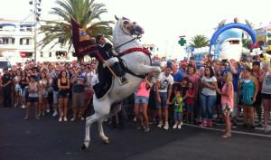 Momento de la fiesta en Cala en Porter (Foto: Turismo Menorca)