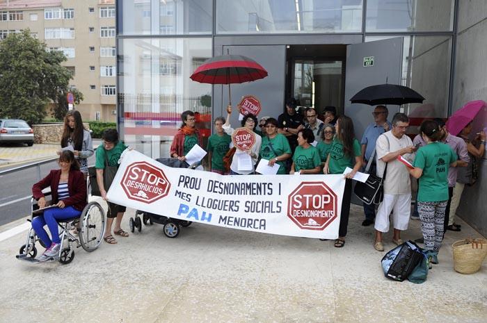 protesta por los desahucios en los juzgados