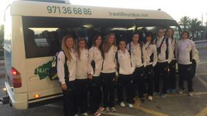 El equipo, esta mañana en Ciutadella antes de poner rumbo a Tenerife (Foto: Volei Ciutadella)