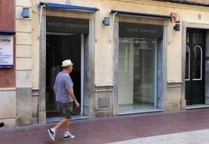 achada de la tienda de Adolfo Domínguez que acaba de cerrar (Fotos: Tolo Mercadal)