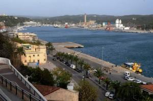 Imagen del puerto de Maó cerrado al tráfico marítimo (Fotos: Tolo Mercadal)