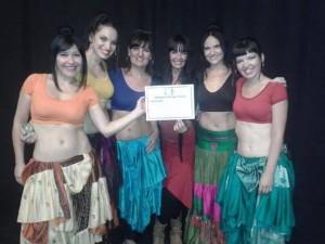 Compañía Dansànima con su directora Geliah. Foto Dansànima