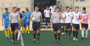 Salida de los jugadores al campo (Fotos: futbolbalear.es)