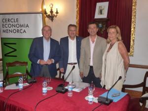 Santiago Tadeo, presidente del Consell, y Misericordia Sugrañes, alcaldesa de Alaior, junto a Company.