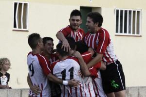 Celebración de un gol del Mercadal (Foto: deportesmenorca.com)