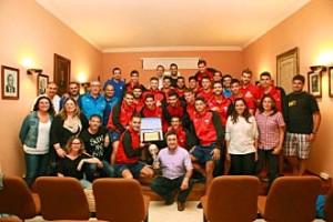 Foto de familia en el Ajuntament (Fotos: Karlos Hurtado)