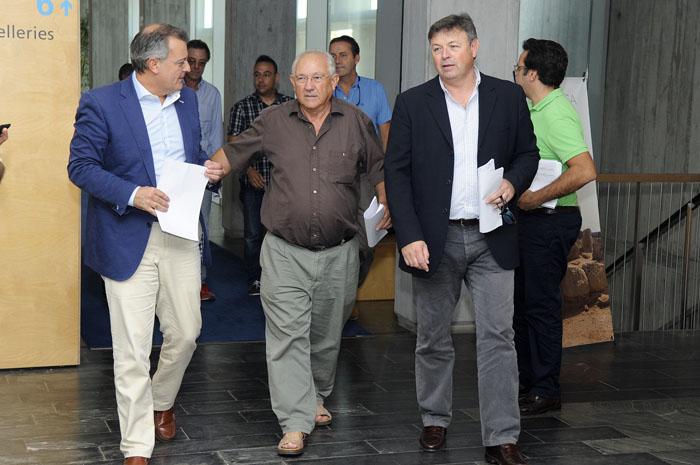 Tadeo, Quintana y Villalonga, dirigiéndose a la presentación del plan p