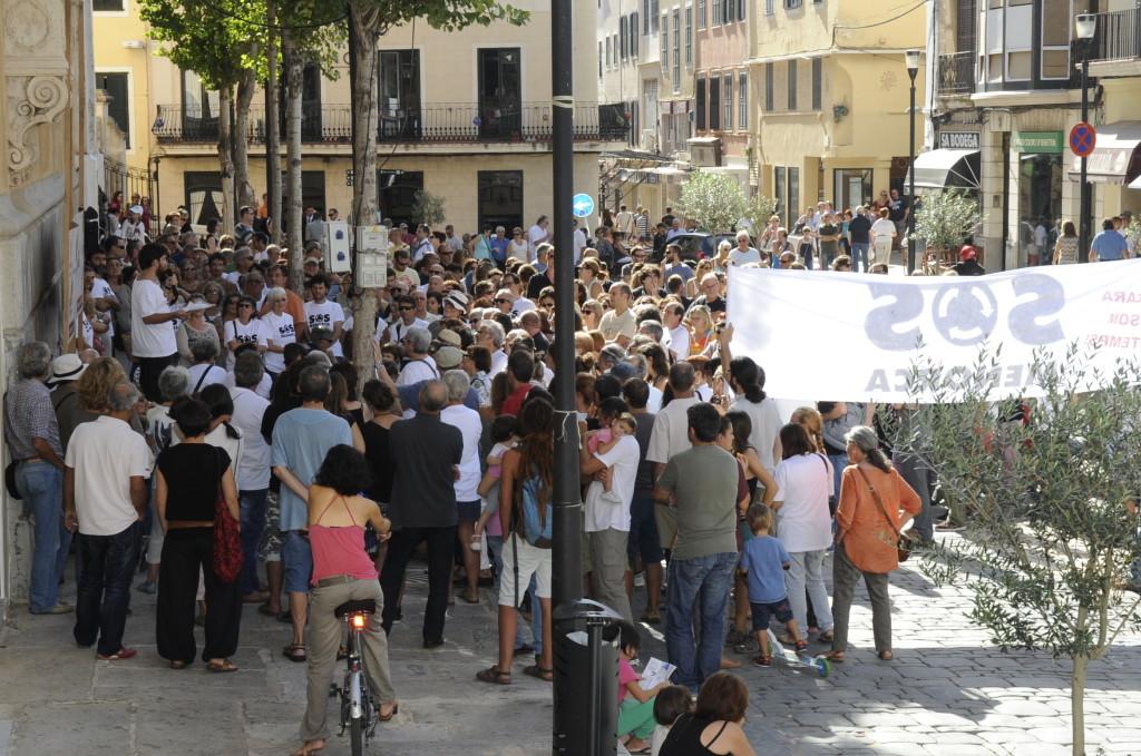 protesta contra las rotondas de la reforma de la carretera general