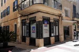 La histórica librería Manent también cerró.