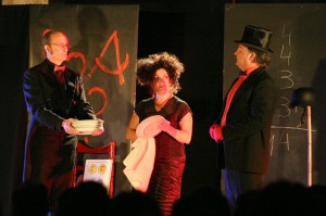 Miquel Plana, Matilde Muñiz y Jordi Odrí en 'Brossat' (2004).
