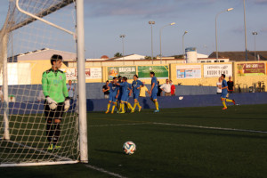 Celebración de uno de los goles (Fotos: deportesmenorca.com)