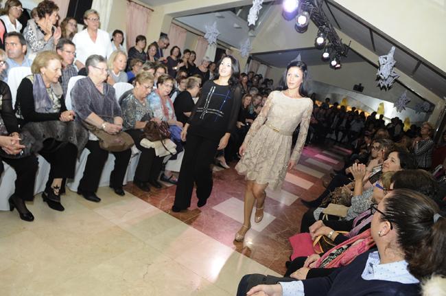 desfile de modelos en la minerva para la asociacion alba