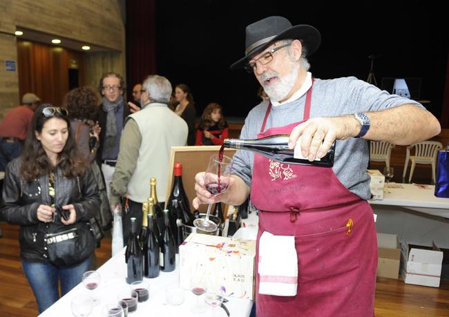 fiesta del vino beaujolais nouveau en sant lluis