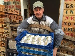 Joan Febrer, esta mañana en su tienda (Foto: Tolo Mercadal)