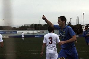 Zurbano, celebrando el gol (Fotos: deportesmenorca.com)