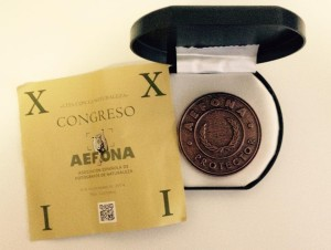 Medalla de socio protector de AEFONA entregada a Antoni Cladera.