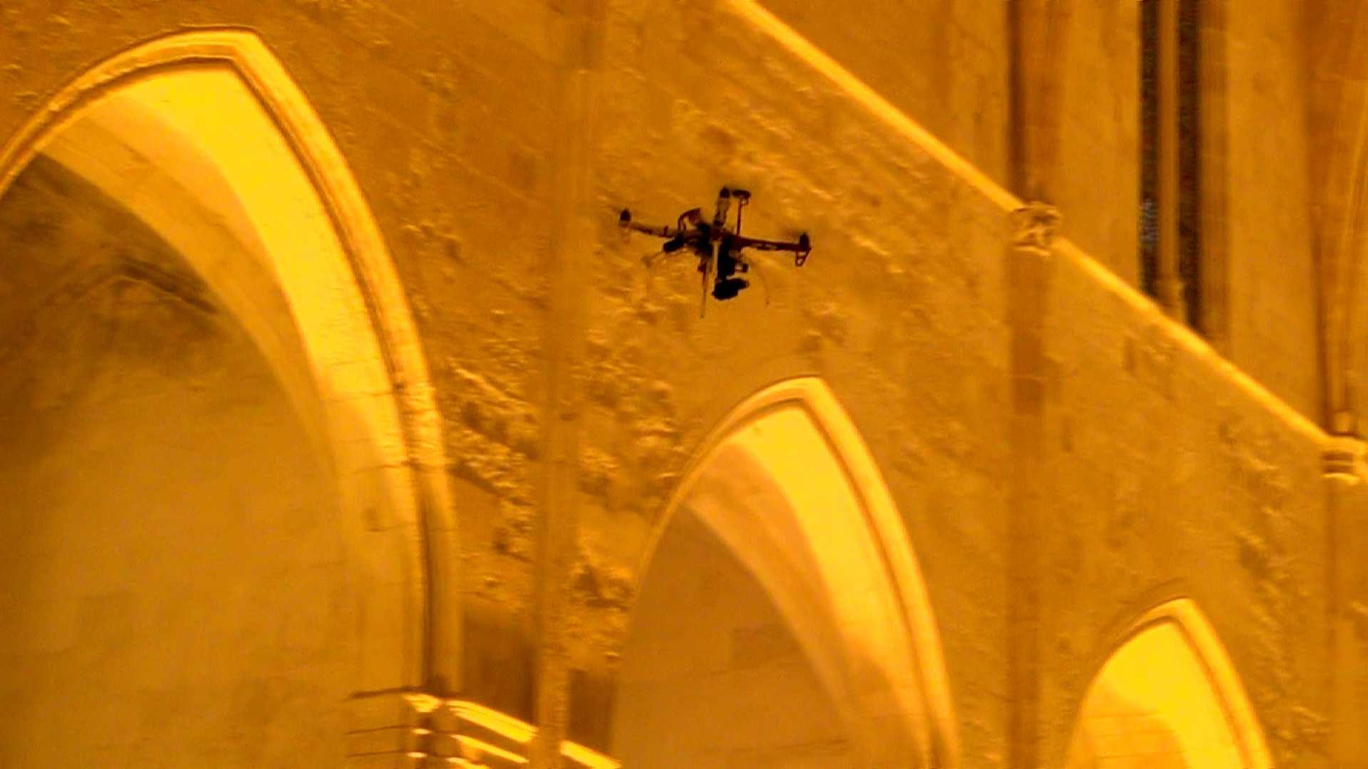 Un 'drone' en la Catedral. Foto: Dronesky.
