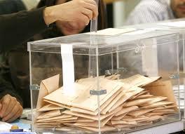 Votos en una urna.
