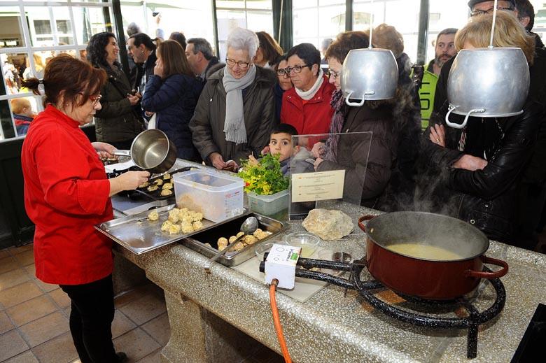 show cooking en el mercado de pescado