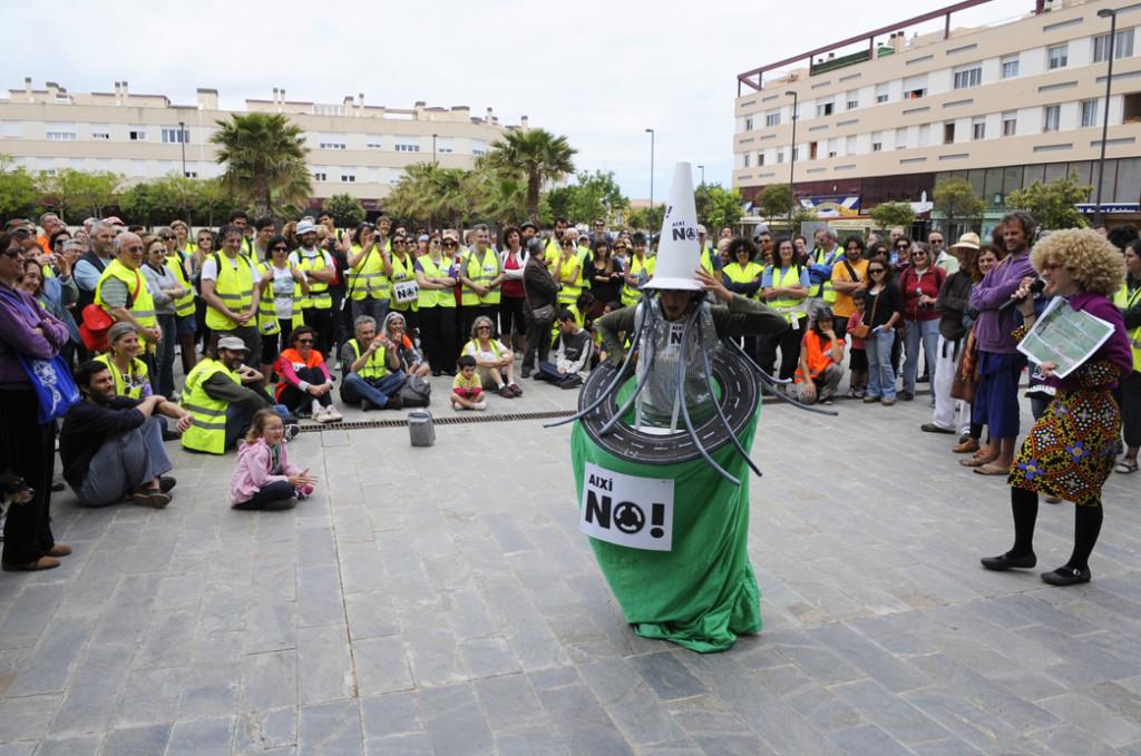 tm120513007final_caminada-protesta
